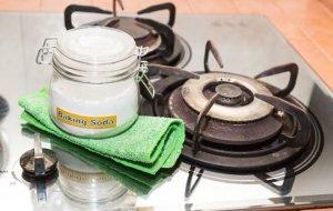Сода – помощница на кухне: чистка плиты, вытяжки, посуды