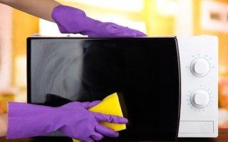Как почистить микроволновку содой и уксусом?