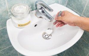 Как устранить засор содой и уксусом