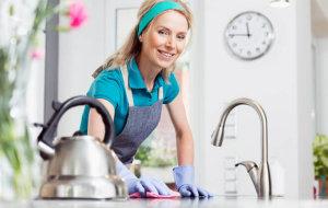Как правильно почистить чайник от накипи содой