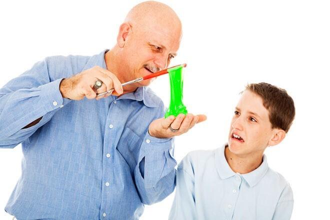 Бурю удивления и восторга у сына вызвало изготовление слайма