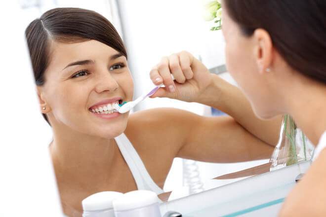 Удаление минеральных отложений с зубов бикарбонатом натрия