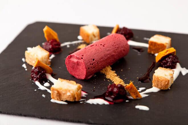 десерт с вулканической карамелью