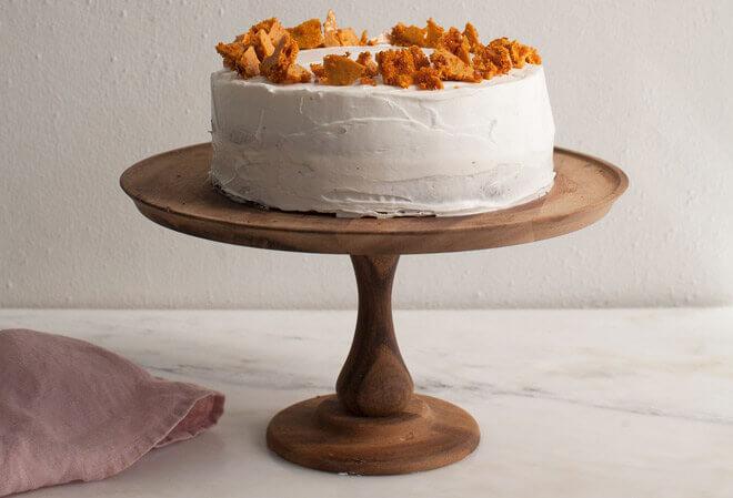 торт с пористой карамелью