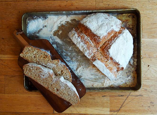 чесночный хлеб на пиве