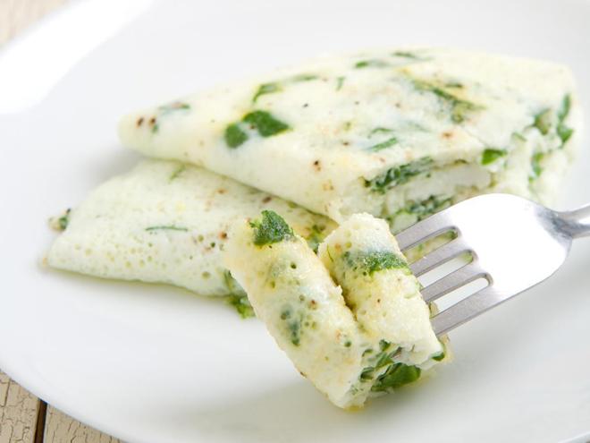 белковый омлет на соде с зеленью